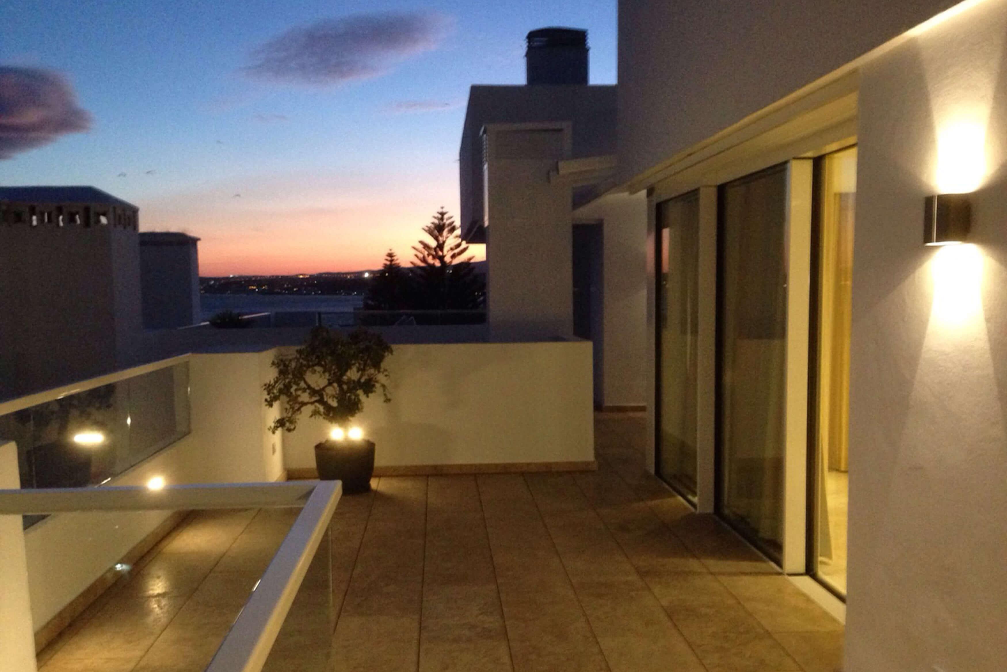 Detalle iluminación terraza Ático -Estepona, Costa del Sol