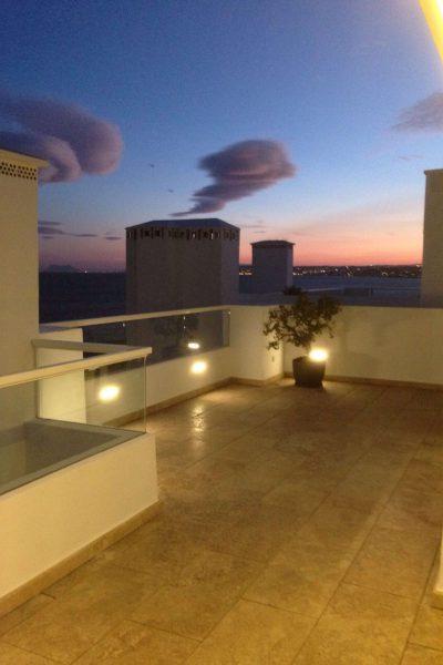 Vista terraza, detalle iluminación, Ático -Estepona, Costa del Sol