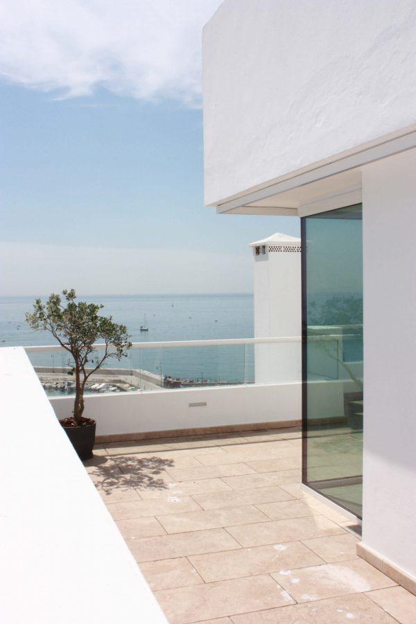 Detalle ventana en esquina, Ático en el Puerto, Estepona, Costa del Sol